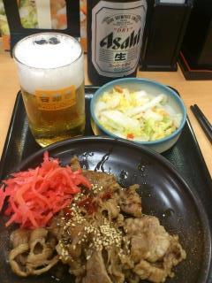 130731牛カルビ皿&お新香&ビール@吉野家(神戸駅前).jpg
